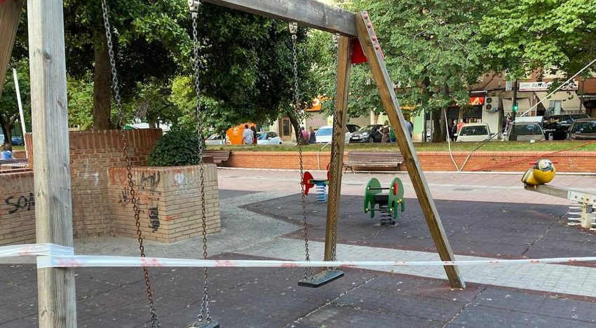 Valencia reopens children's playgrounds