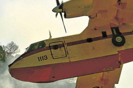 Fire in Xàbia – La Granadella : Two planes and two bombs try to put out a forest fire in La Granadella