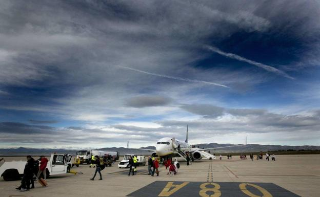 Castellón airport resumes regular flights with a plane from Budapest