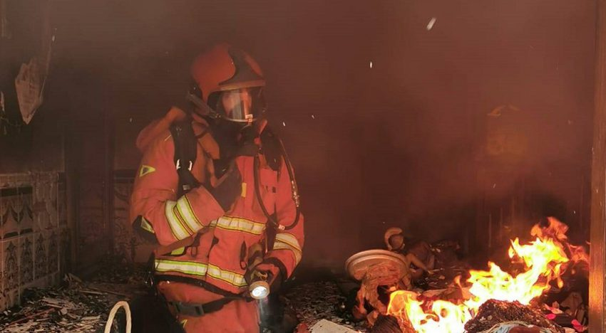 Two injured by smoke inhalation in a house fire in Massanassa